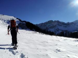 Snowshoeing to Croix des Chaux (2020m)
